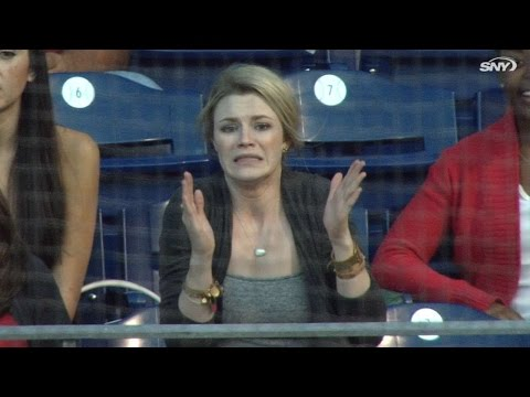 NYM@PHI: Eickhoff's girlfriend reacts to his pitching