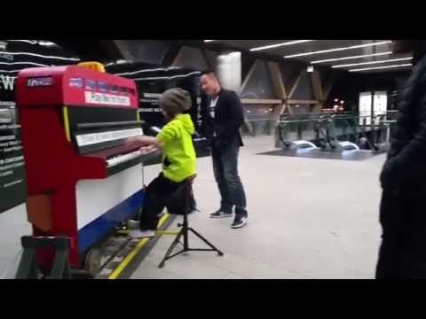 Play Me I´m Yours! Canary Wharf Street Piano