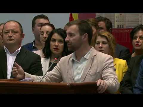 """Пратениците на ВМРО-ДПМНЕ ја """"окупираа"""" говорницата, Џафери повика обезбедување"""