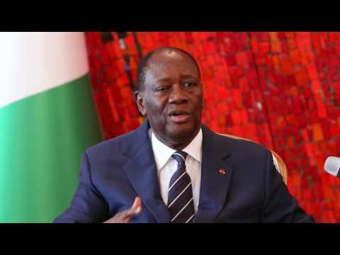 Présidence: Alassane Ouattara s'adresse aux 840 militaires