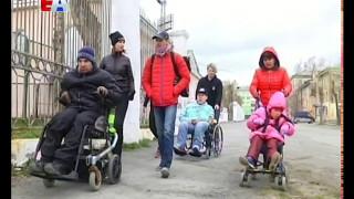 В инвалидных креслах -  в рейд по улицам города