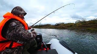 Рыбалка на Оке.Ловля на воблеры блесны с лодки на спиннинг