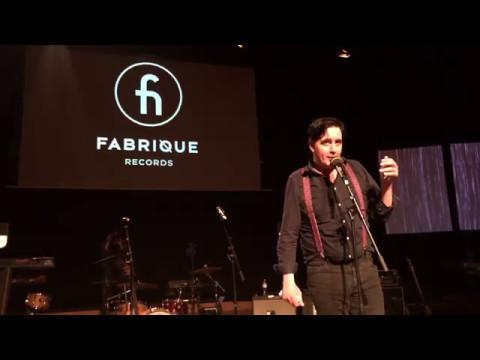 Eddie Argos from Art Brut in his best form (Fabrique Label Night)
