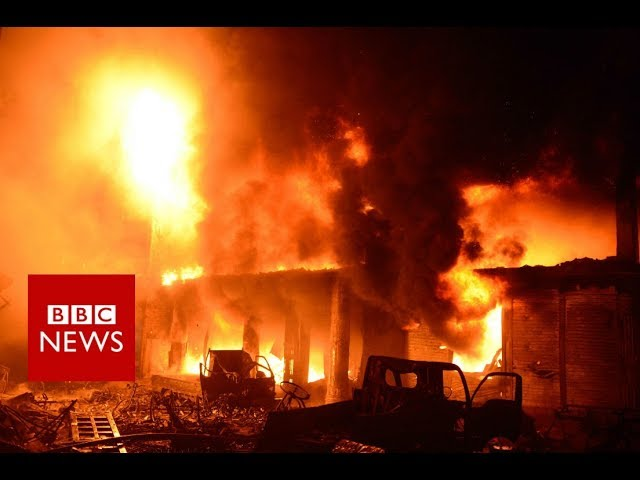 Bangladesh fire: Blaze kills dozens in Dhaka historic district - BBC News