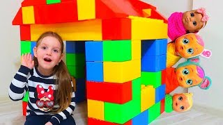 Sara playing with Toy Blocks | Hide and Seek with dolls