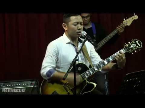 Ari Pramundito - I'll Do @ Mostly Jazz 11/04/14 [HD]