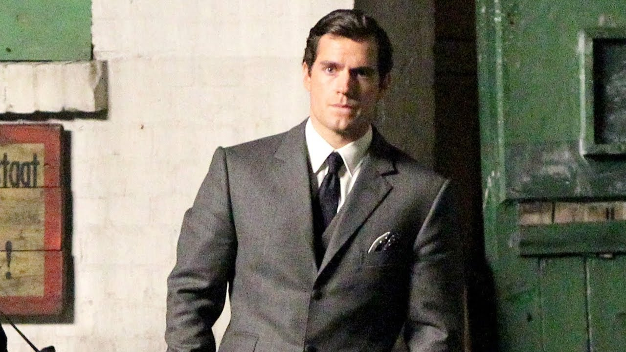 Henry Cavill Suits Up For The Man From U N C L E First Look Youtube