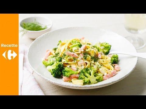 pâtes-fraîches-avec-brocoli,-poireau-et-saumon-fumé,-sauce-à-l'aneth