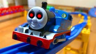 プラレール きかんしゃトーマス 踏切線路におばけ電車!Thomas&friends ghosttrain thumbnail