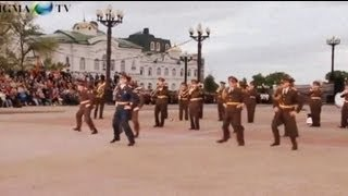 Russian army doing Gangnam Style to Bad Romance