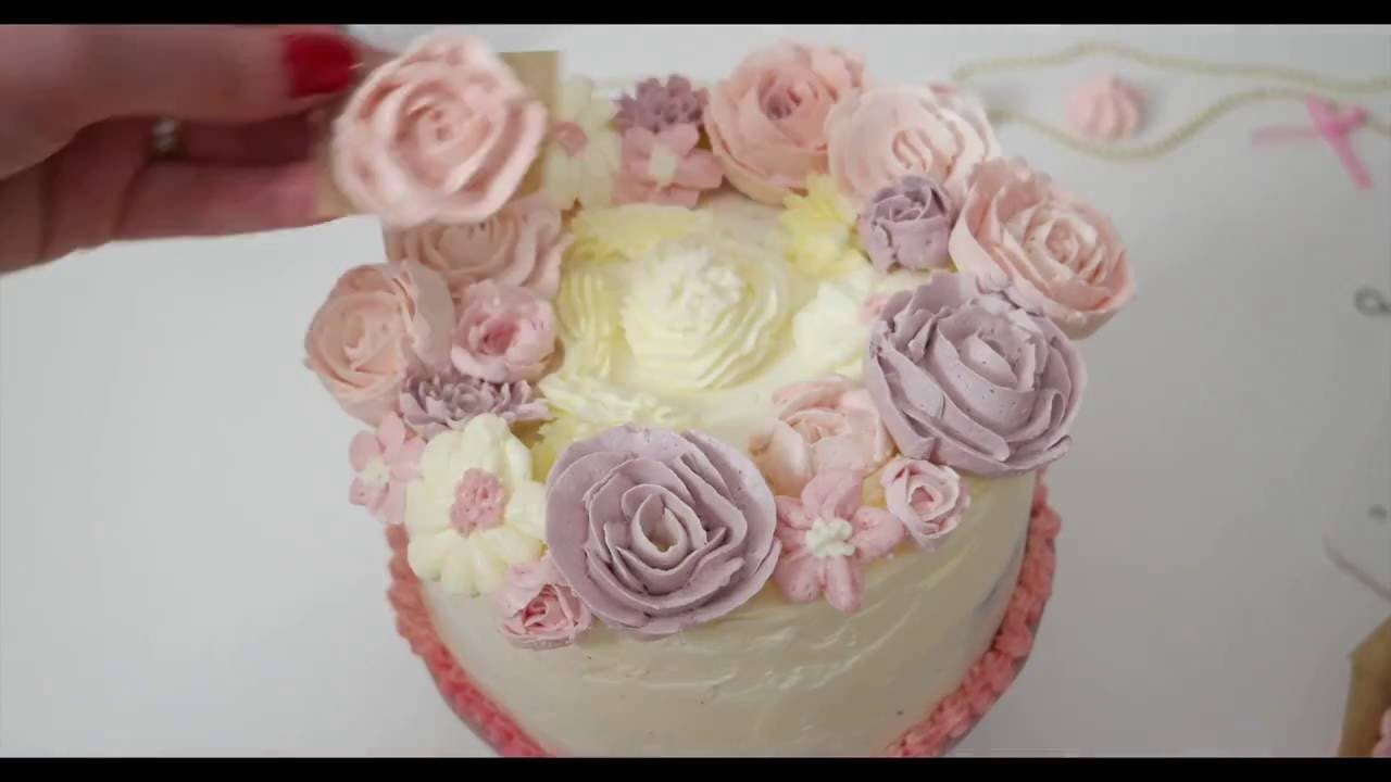 buttercreme blumen torte zusammensetzen dekorieren und verzieren mit buttercremeblumen youtube. Black Bedroom Furniture Sets. Home Design Ideas