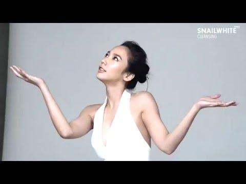 พรีเซ็นเตอร์คนสวยอั้ม พัชราภา กับการถ่ายภาพ Official Line Sticker กับ NAMU LIFE SNAILWHITE