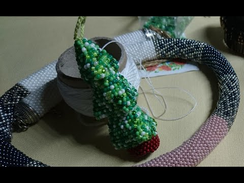 Елочная игрушка, елка из бисера обзор, жгут Класика с красивыми стыками, вяжем вместе