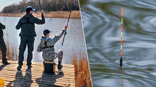 Первый весенний КАРАСЬ - рыбалка с сыном | Ловля карася на поплавок - поклевки крупным планом