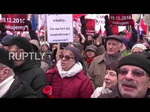 Poland: Protesters make noise on the streets of Warsaw against media law