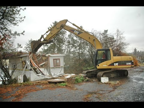 Pullman's Burgerville (later a Daily Grind location) torn down Nov. 10, 2008