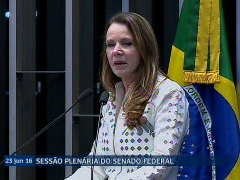 Vanessa Grazziotin critica medidas do governo Temer e presta solidariedade a Gleisi Hoffmann