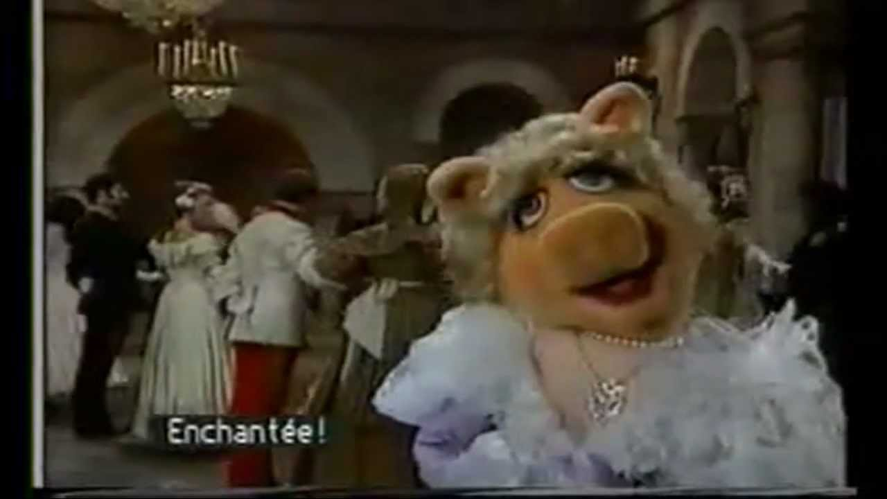 MISS PIGGY THE DISNEY CHRISTMAS SPECIAL - YouTube