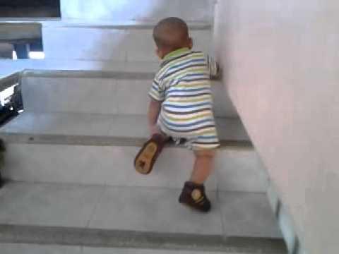 Bebe de 9 meses subiendo escaleras youtube - Bebe de 9 meses ...