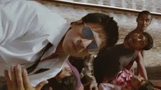 G One's mind-blowing stunt in running train - Ra one