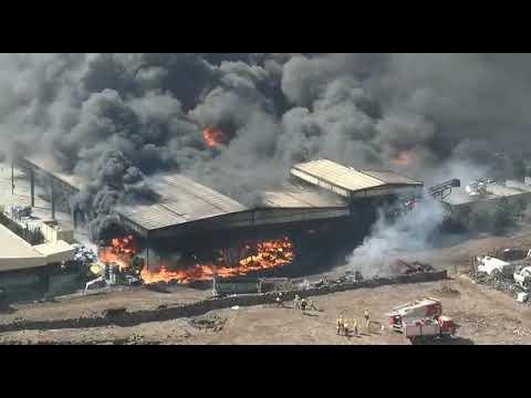 Declaran siutación de emergencia y ordenan confinamiento poblacional en El Hierro por un fuego tóxico