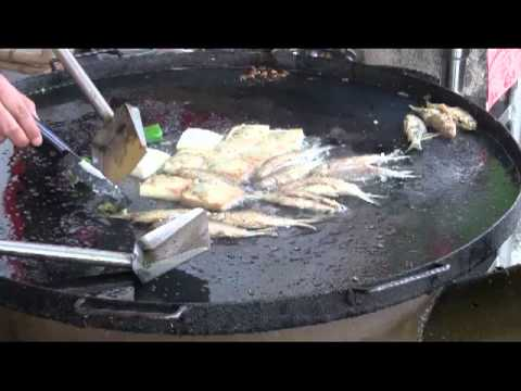 Fast Chinese Food Cooking:  Frying Fish in Kaiping, China (Hoiping)