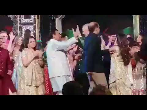 Shah Rukh Khan makes Hillary Clinton dance on Bollywood songs and its unmissable
