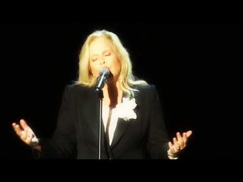 Sylvie Vartan - Deux mains - Nice 4 08 2013