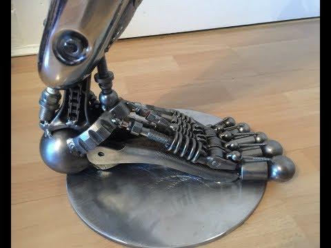 I BUILT A ROBOT'S LEG SCULPTURE FROM WELDING RECYCLED SCRAP METAL