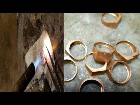 How is Made Men's Ring Gold Hallmark 916 ( 22 kt )