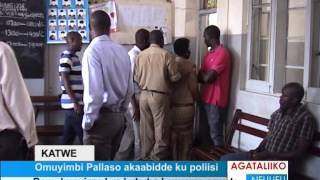 Omuyimbi Pallaso akaabidde poliisi