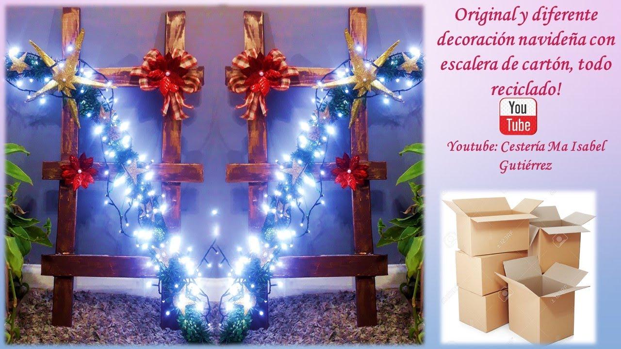 Hermosa y original decoración navideña con escalera de cartón. Cardboard Christmas ladder