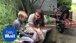 Kate joins children for photography workshop in London