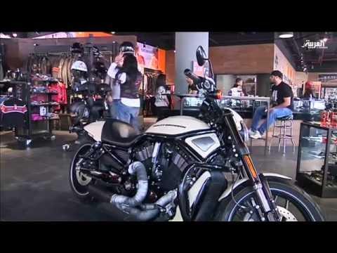 مصريات يستخدمن الدراجات النارية لتفادي الزحام