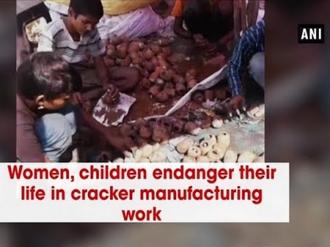 Women, children endanger their life in cracker manufacturing work - Uttar Pradesh News