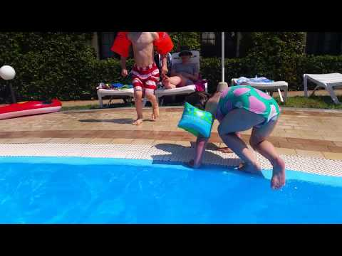Diarmuid & Saorlaith Swimming