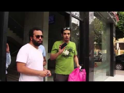 فيتو - نجل إبراهيم يسري ينفعل على المصوريين أمام «مصر الدولي»