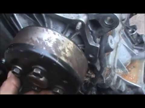 Cambiando la bomba de agua doovi for Cambiar bomba de agua