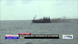 Indonesian Navy Sinks Vietnam-flagged Boat Caught Illegally Fishing Off Batam