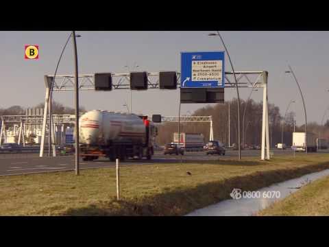 Heftige dashcam beelden: auto met opzet van de weg gereden N2 Eindhoven, politie zoekt getuigen