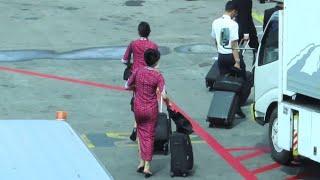 Persiapan Pramugari Lion Air Masuk ke Pesawat Menyiapkan Penerbangan Selanjutnya