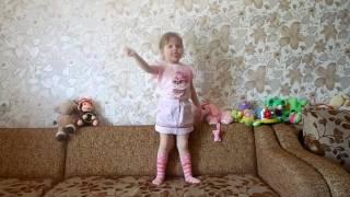 """ЭКСПОНАТ """" На лабутенах и в восхитительных штанах"""" танцует Анюта."""