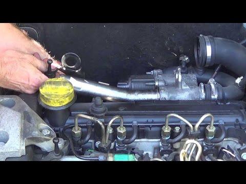 Comment nettoyer une vanne EGR et le conduit d'admission d'air au decap four sur une Renault