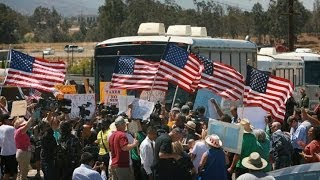 Protesters In California Force 3 Buses Full of Illegal Migrants to Turn Away
