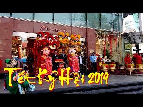 New Year 2019 Lion Dance Performance at Takashimaya - Saigon Centre | Year of the Pig