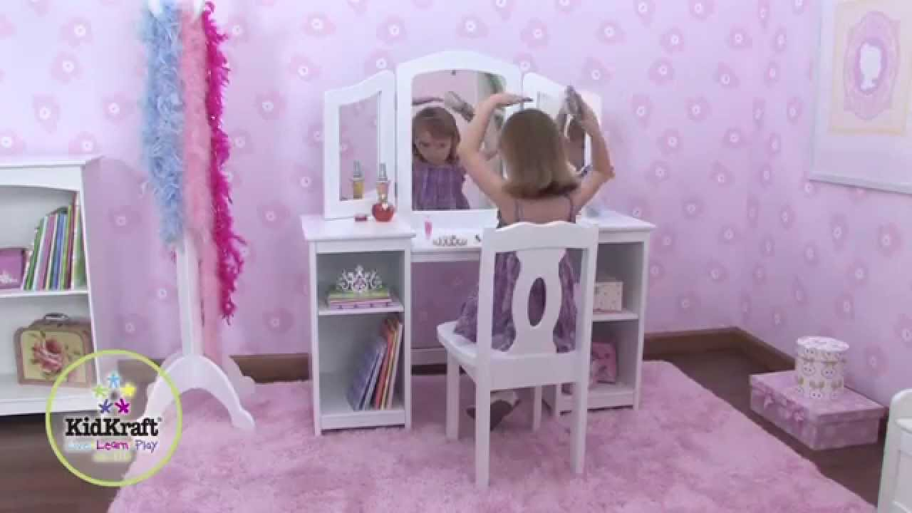 coiffeuse en bois pour enfant avec chaise et triple miroir kidkraft youtube. Black Bedroom Furniture Sets. Home Design Ideas