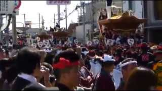 13:55~14:15 春木地区のパレードの合間に南町のだんじりが往来する。...