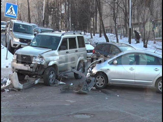 Полицейский УАЗ и еще две машины столкнулись на перекрестке в Хабаровске. Mestoprotv