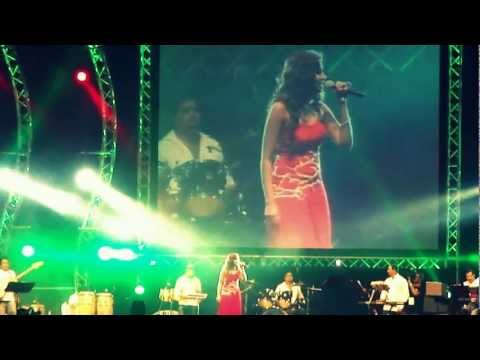 Shreya Ghoshal Concert in Dubai 03Nov2011--Saathiya Singham song