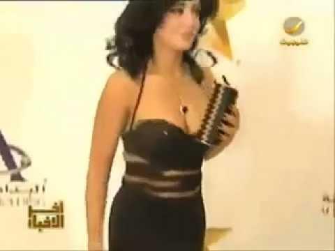 فضيحه رانيا يوسف : ثديها يخرج من الفستان و يظهر كاملا 2013